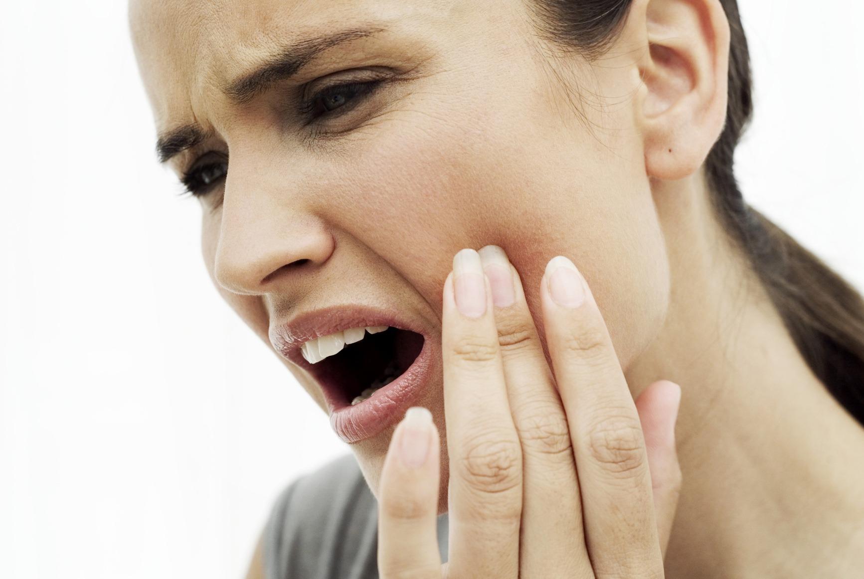 10 remedii rapide si simple pentru durerile de dinti